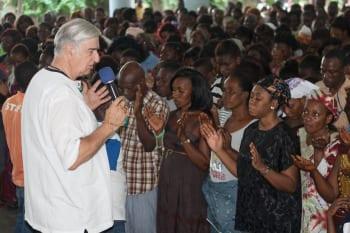 Pierre Lacroix anime une rencontre à Abidjan